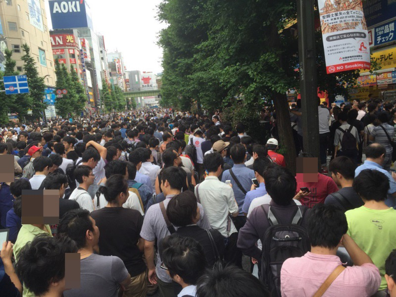 Crowds outside the VR Fest. Pic: 2ch